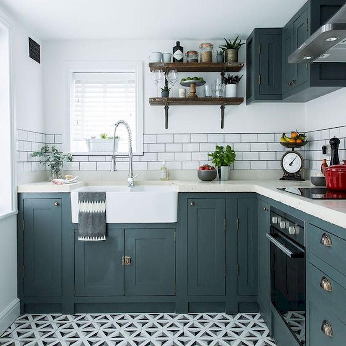 Kitchen Cabinet Design Ideas For Small Spaces: 90 Beautiful Small Kitchen Design Ideas (44)
